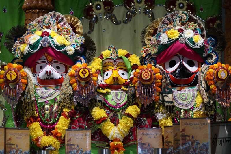 ISKCON Noida Deity Darshan 17 Dec 2015 (1)