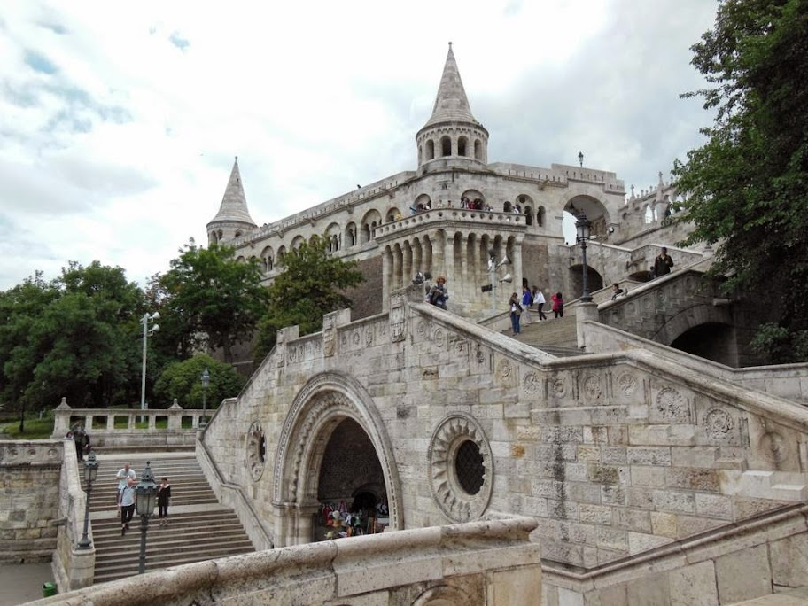 Subir al Bastión de los Pescadores en funicular
