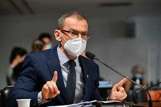Senador  Fabiano Contarato acusa Otávio Fakhoury de homofobia