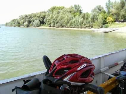 Fähre über die Donau bei Mohács (deutsch: Mohatsch, kroatisch: Mohač)