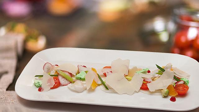 Салат с лепестками осьминога