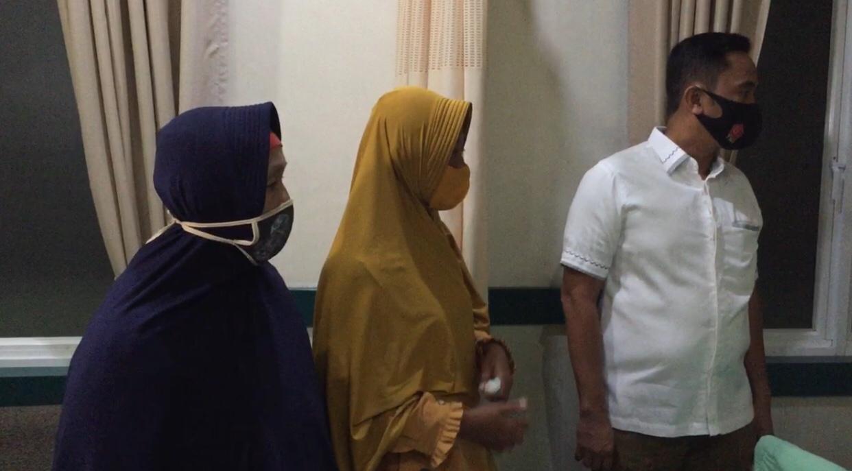 Keluarga Pendemo Jenguk Anggota Polda Sumut yang Menjadi Korban Aksi Unjuk Rasa