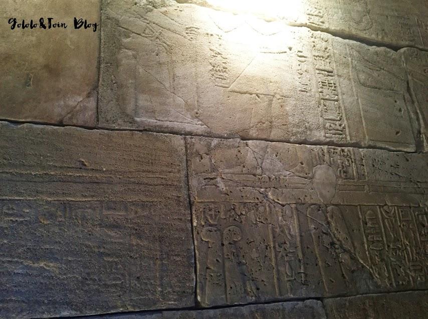 templo-de-debod-con-niños-cultura-madrid-relieves