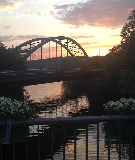 Wied-Mündung in den Rhein am Abend