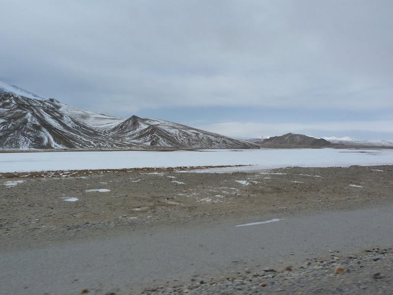 XINJIANG. Karakoram Highway, lune des plus haute route au monde, en passant a 4400 m - P1280660.JPG