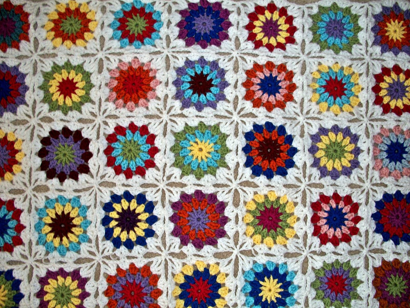 The Florida Crochet Garden: Connect As You Go Granny Circle to Squares