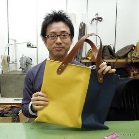 黄色x紺にて帆布のバッグを作成されました。