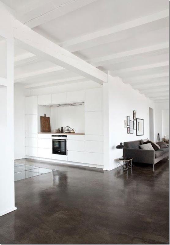 Casa in bianco e grigio stile nordico case e interni for Arredamento casa bianco