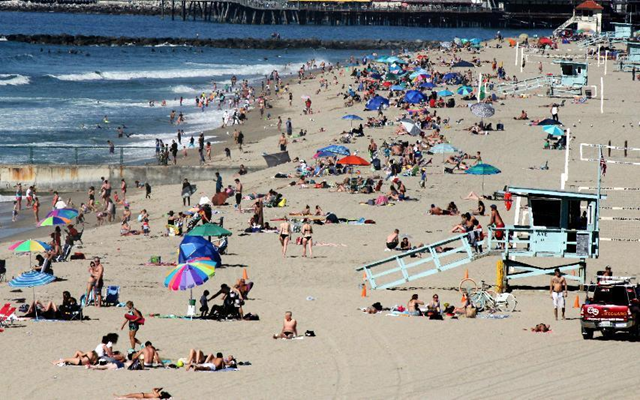 In this 15 February 2016, file photo swimmers and sunbathers gather at Redondo Beach, California. El Niño has so far left much of drought-stricken California in the dust, delivering a few quick storms but not yet bringing the legendary rain previously linked to the periodic ocean-warming phenomenon. Photo: John Antczak / AP Photo