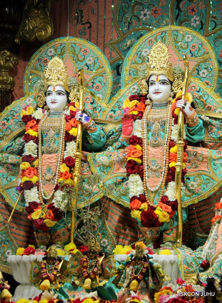 ISKCON Juhu Sringar Deity Darshan on 19th Jan 2017 (34)