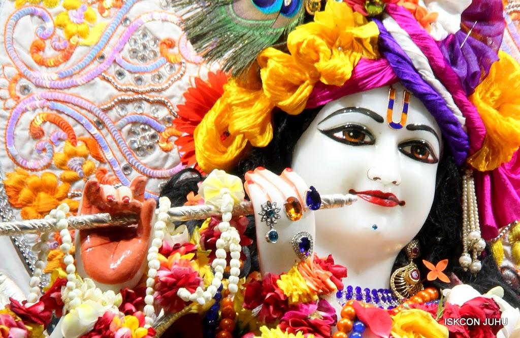 ISKCON Juhu Sringar Deity Darshan on 11th Aug 2016 (15)