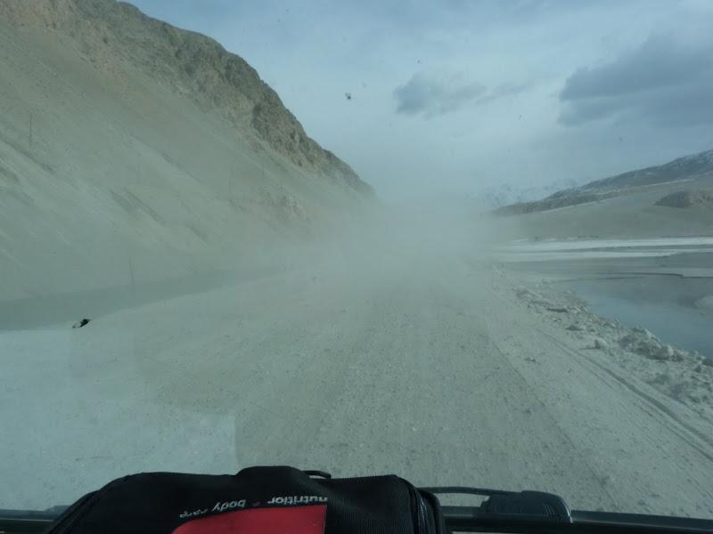 XINJIANG. Karakoram Highway, lune des plus haute route au monde, en passant a 4400 m - P1280661.JPG
