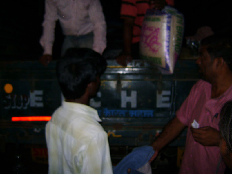 TeNA Flood Relief Distribution in Palamoor - DSC00217.JPG