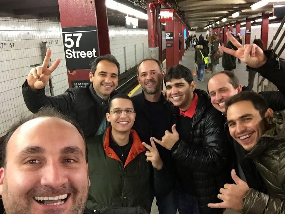 Grupo dos meninos em Nova York