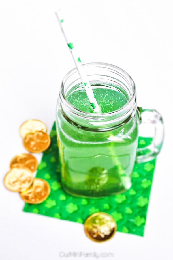 st. patrick's day tipsy leprechaun cocktail