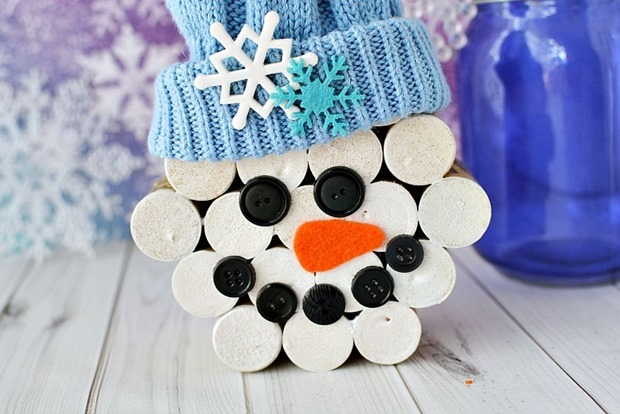 Wine-cork-snowman-with-hat