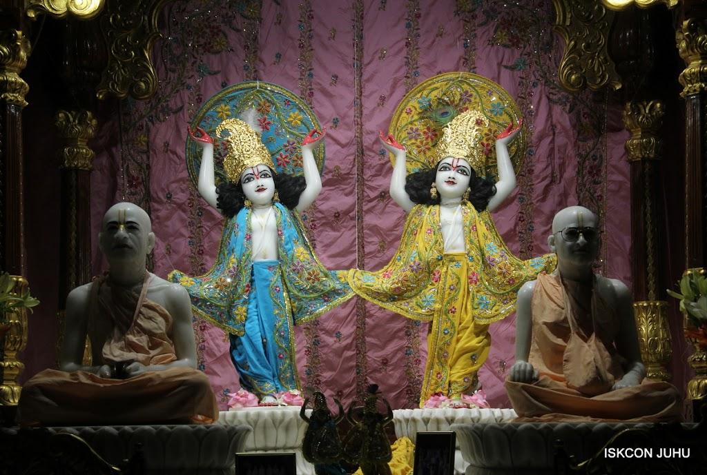 ISKCON Juhu Mangal Deity Darshan on 30th May 2016 (27)