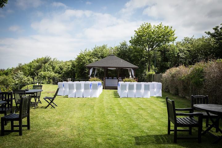 walton-castle-clevedon-sunny-wedding