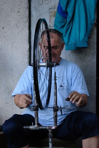 Mišo speicht mein Laufrad ein