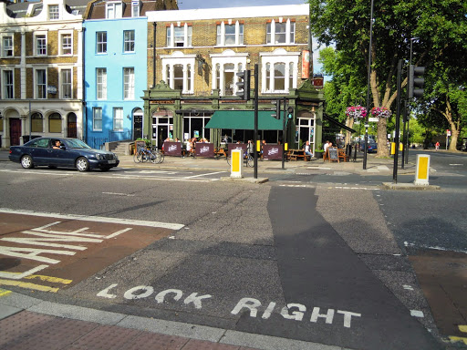 Look right - Be careful when crossing the road in London!
