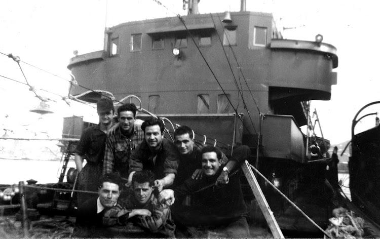 Grupo de marineros del ABREGO. Colección Alex Turrillas. Nuestro agradecimiento.jpg