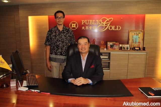 Bergambar bersama Dato' Wira Louis