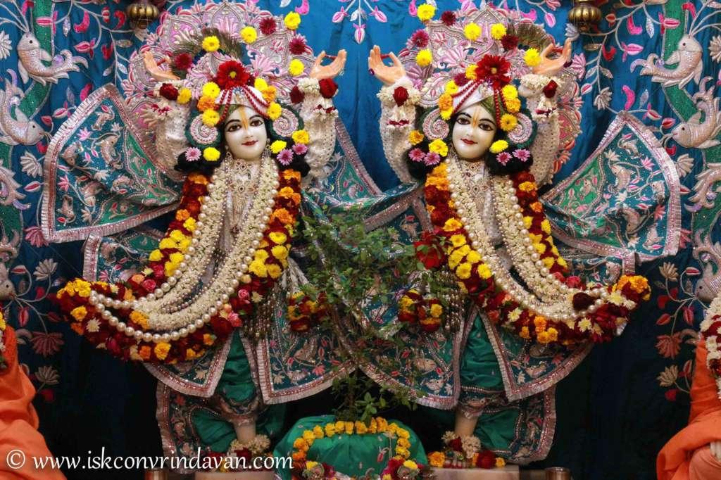 ISKCON Vrindavan Sringar Deity Darshan 17 Dec 2015 (3)