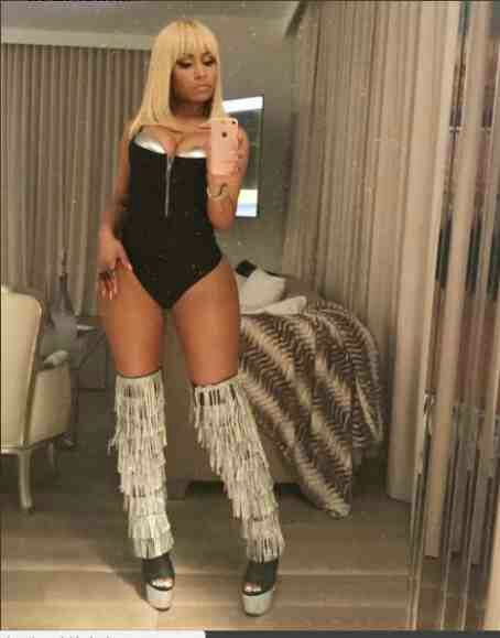 I love being a stripper- Nicki Minaj says as she poses in her new stripper boots