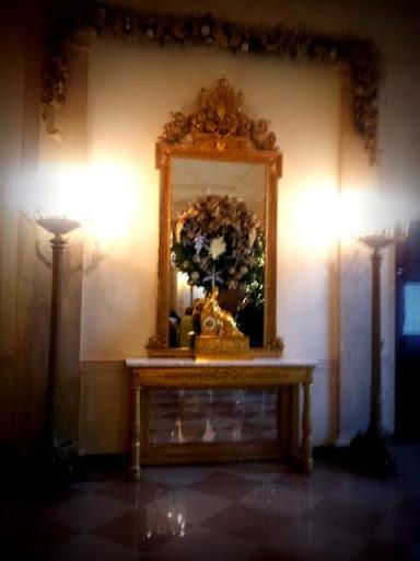 Fireplace, Entrance Hall, White House. #WHHolidays #WHTravelBloggers