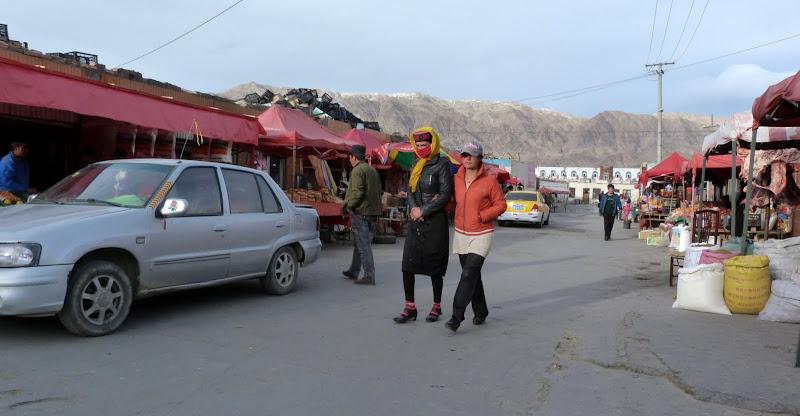 XINJIANG. Karakoram Highway, lune des plus haute route au monde, en passant a 4400 m - P1280628.JPG