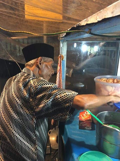 Share Info FB Dalam Hal Kebaikan...Yuk Bantu Share Info Usaha Kakek Ini..