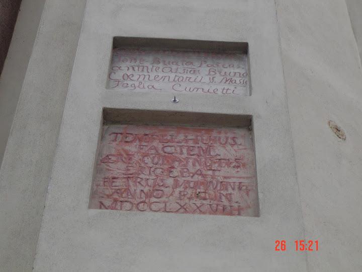 lapidi fronte chiesa parrocchiale - in memoria rifacimenti facciata - 1927 e 1778