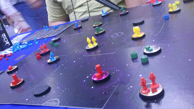 After colonizing out through the center, I had to come back and defend against red's encroachment.