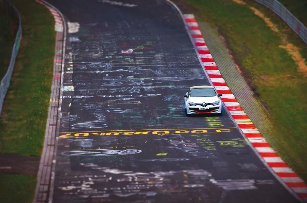 Megane Record Nurburgring Lap in Renault Megane RS 275 Trophy-R 18-1