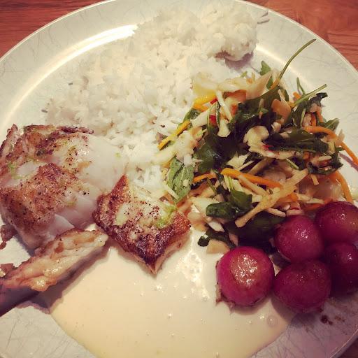 Ingefärsstekt torsk med het sallad och sojakräm