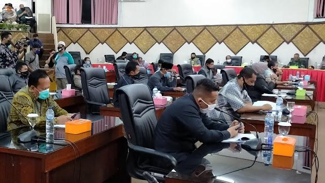 DPRD Kota Padang 'Basitungkin' Bahas Covid-19 Bersama Pemko Hingga Dini Hari.