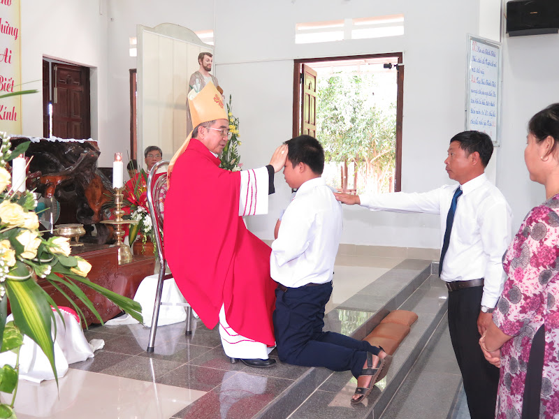 Hình ảnh Đức Giám Mục Giáo phận thăm viếng và ban phép thêm sức tại nhà nguyện Diên Tân - Giáo hạt Diên Khánh