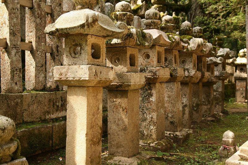 okunoin-cemetery-15