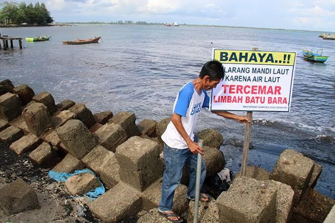 Kebijakan Jokowi Soal Limbah Batu Bara: Pengusaha Untung, Rakyat Dapat Apa?