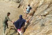 Hari Juang Kartika Ditunjukkan Babinsa Lasusua Menembus Banjir Salurkan Bantuan Sembako Pangdam Hasanuddin