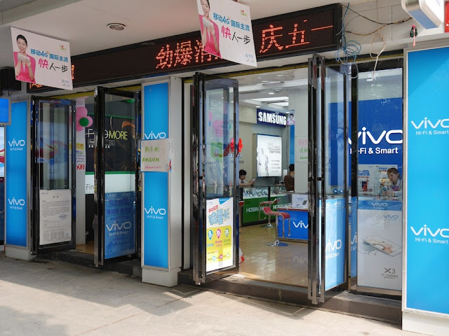 mobile phone store with Vivo signs in Hengyang, Hunan