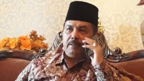 Mantan Wali Kota Padang Fauzi Bahar mengatakan aturan yang mewajibkan siswi di sekolah negeri berpakaian muslimah sudah 15 tahun diberlakukan.