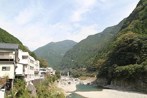 JR四国バス 松山高知急行線 落出駅前の風景