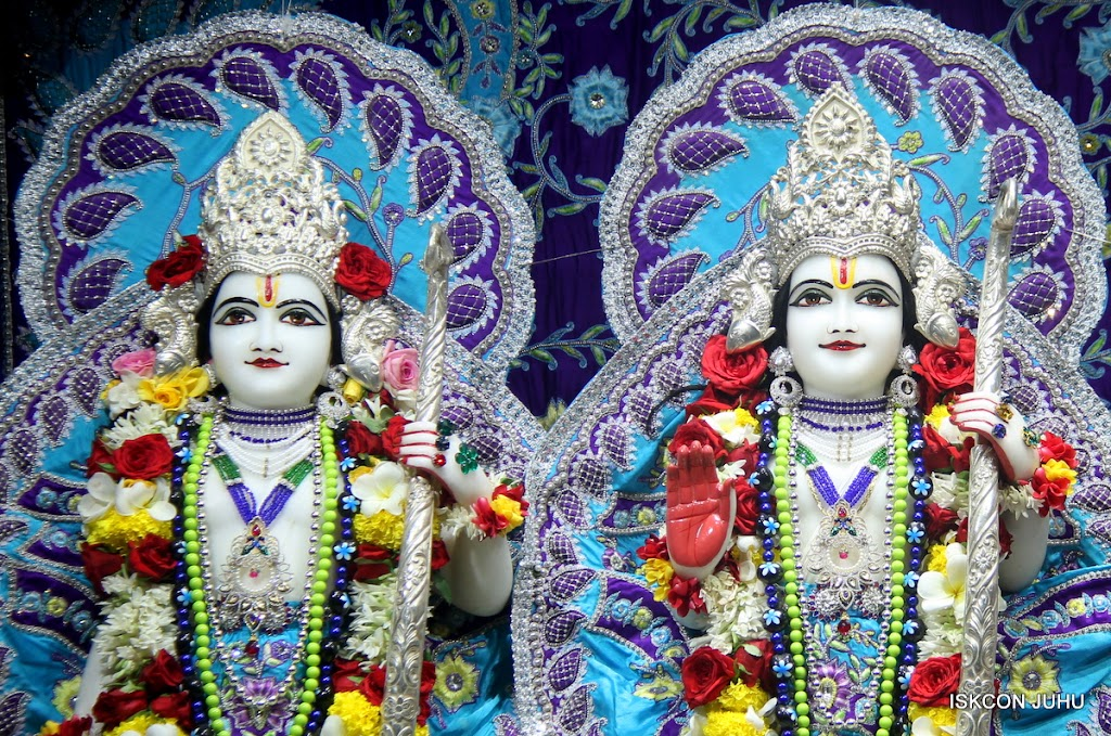 ISKCON Juhu Sringar Deity Darshan on 7th July 2016 (30)