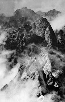 onbegaanbare toppen van de Hoge Tatra vanaf een hoger standpunt