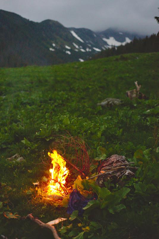 Focul de seara, destul de necesar pentru pregatirea mesei.