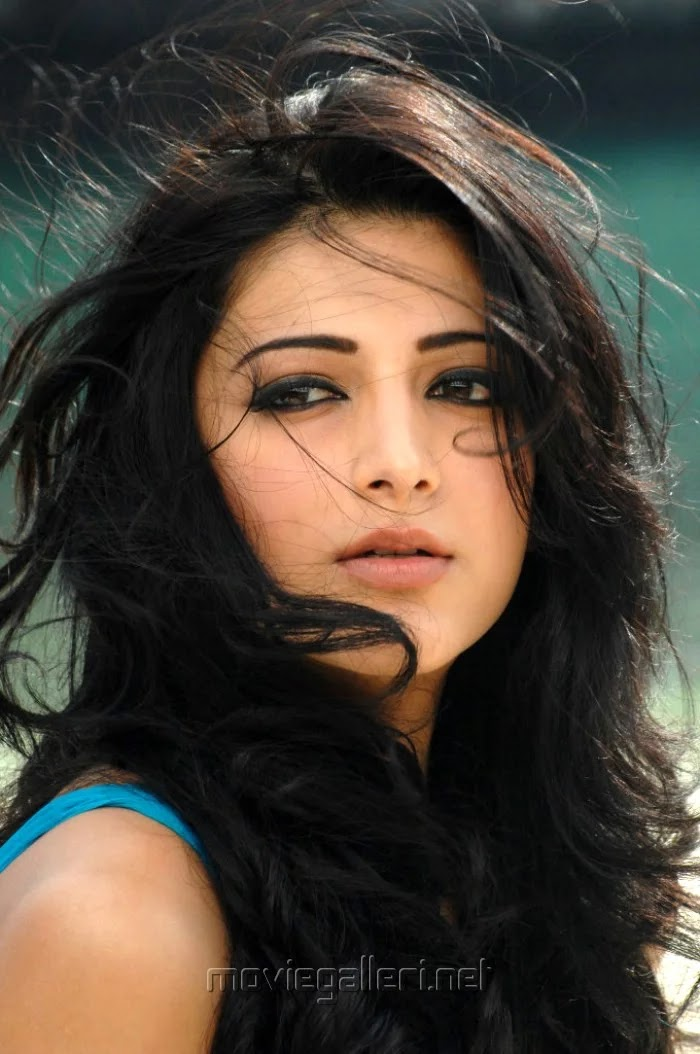 Shruti hassan hd images in 7am arivu