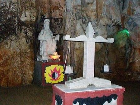da-nang-hotel-Am-Phu-cave