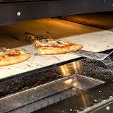 Кстати, пицца вкусная, но мне показалось, что там недостаточно соуса и помидоров. Хотя шеф-повар сказал, что все строго по рецептуре.