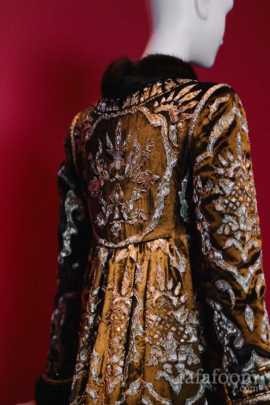 Details of Oscar de la Renta for Pierre Balmain, Evening coat, Autumn/Winter 1997 - 1998.